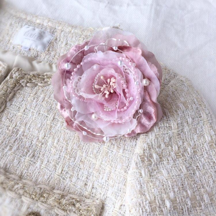 淡いピンクの上品コサージュ(ペールピンク)画像