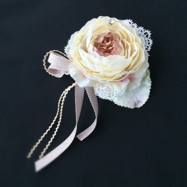ラナンキュラスのリボンがかわいいコサージュ(クリームピンク)画像