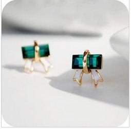 緑のストーン リボンの形ピアス リボン好きにお勧め CI-303の画像