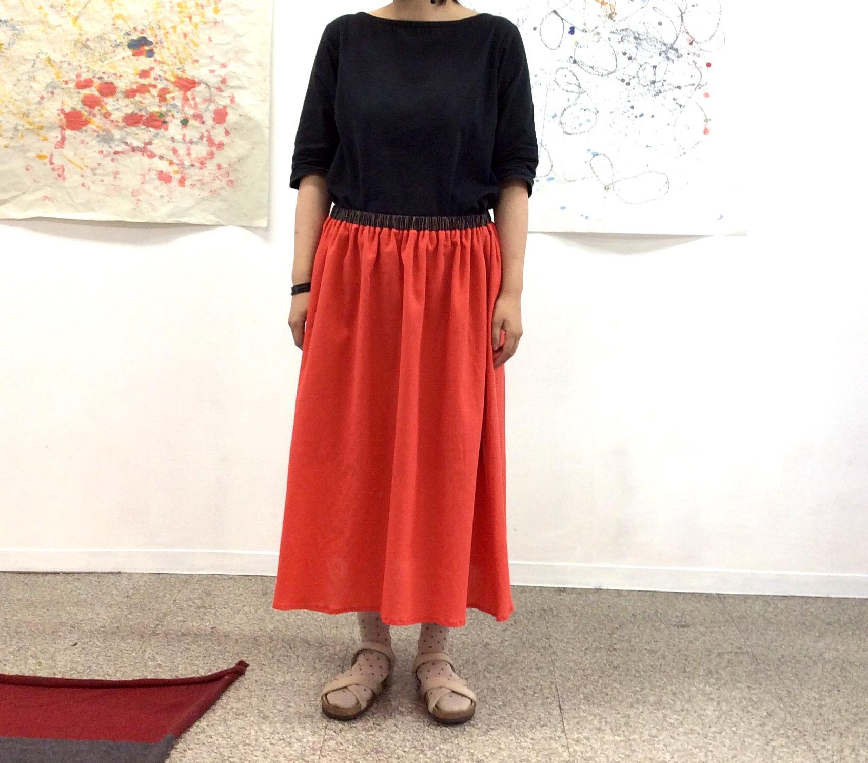 クレープ生地のスカート画像