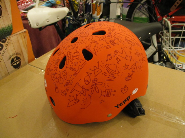 YeppとNutcaseのコラボレーションヘルメットの画像