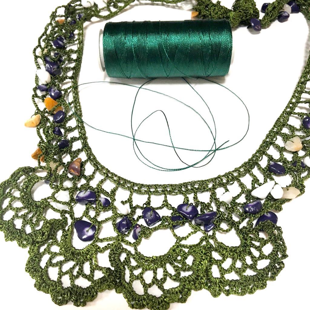 手編みアクセサリー天然石付きの画像