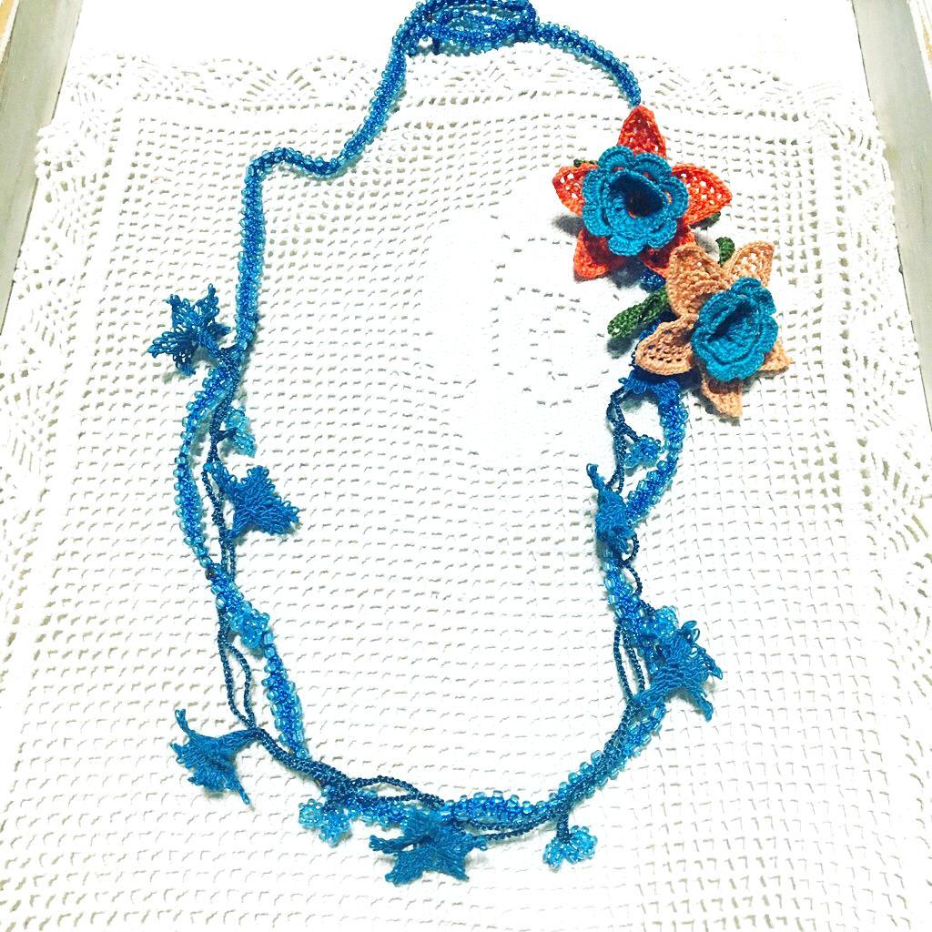 ターコイズブルーのネックレス水仙2輪画像