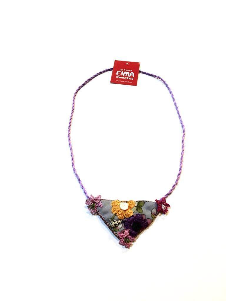 三角モチーフのペンダントトップネックレス画像