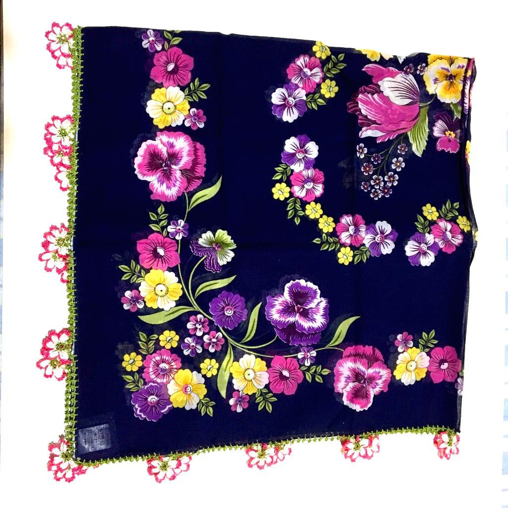 オールシーズン可能な、お花のモチーフのトルコオヤスカーフの画像