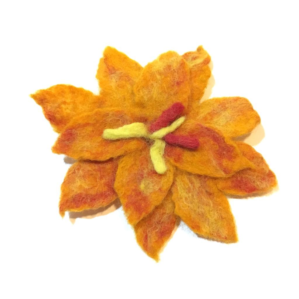 羊毛フェルトのお花のブローチ画像