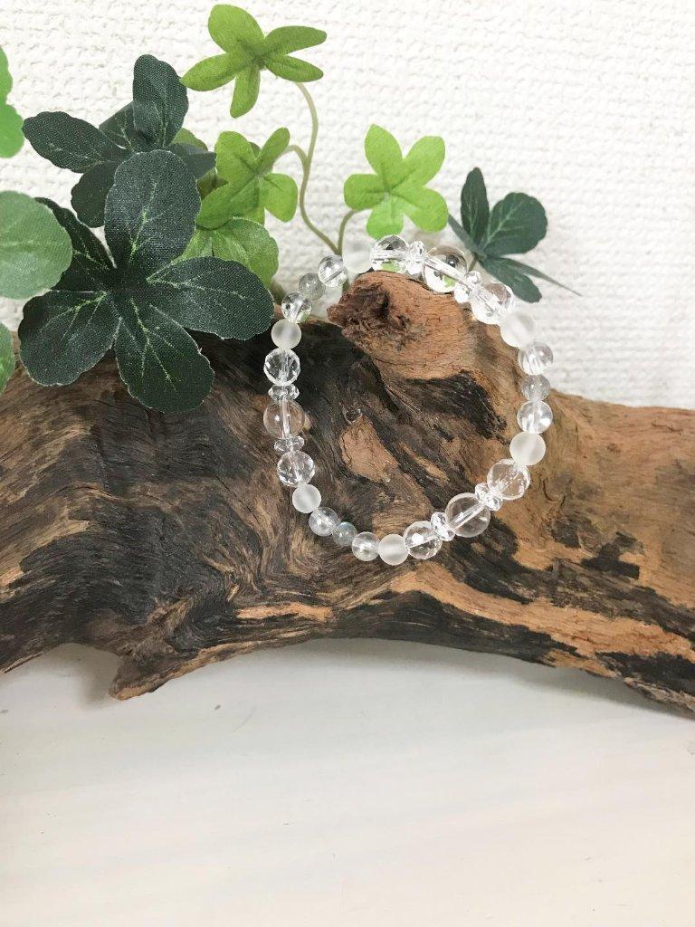 水晶ブレス(ラブラドライト・フロスト水晶・レインボーオーラ入り)の画像