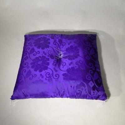 仏前座布団 人絹生地、紫唐草地紋 の画像