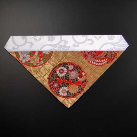 三角打敷き(金襴の布)100代 金地上錦(朱系色)1-H の画像