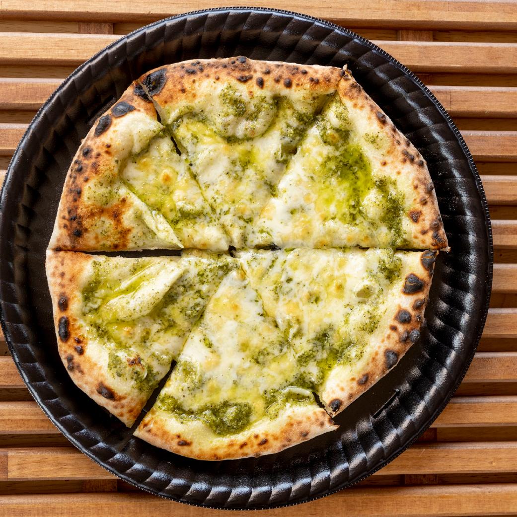 パン屋さんの長時間発酵ピザ ジェノベーゼ画像