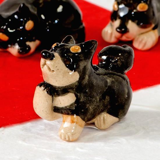 豆屋 箸置き(柴犬 黒 おすわり 右手あげ)の画像
