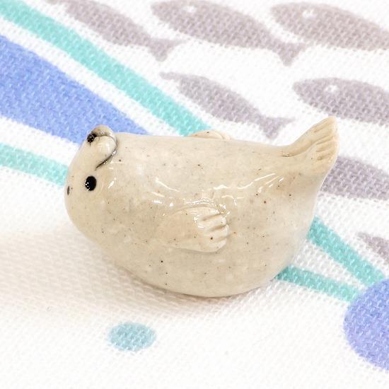 豆屋 箸置き(アザラシ赤ちゃん 目あき あおむけ)の画像