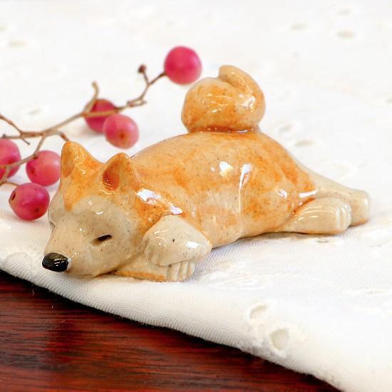 豆屋 箸置き(秋田犬 うつぶせ)の画像
