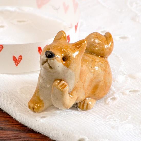豆屋 箸置き(柴犬 おすわり 左手あげ)の画像