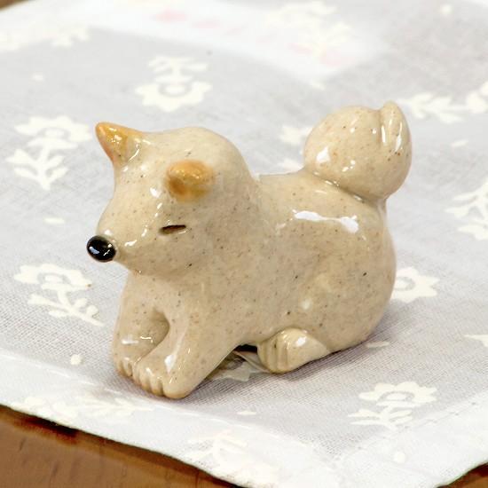 豆屋 箸置き(柴犬 白 おすわり おじぎ)の画像