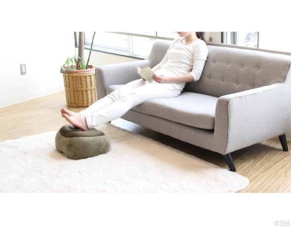 ソファーに座った時の足置きや足枕としても使えます