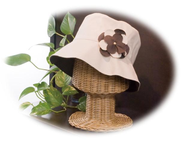 籐製帽子スタンドの画像