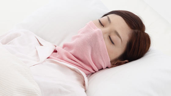 潤いシルク入りおやすみマスク&ネックウォーマーの画像
