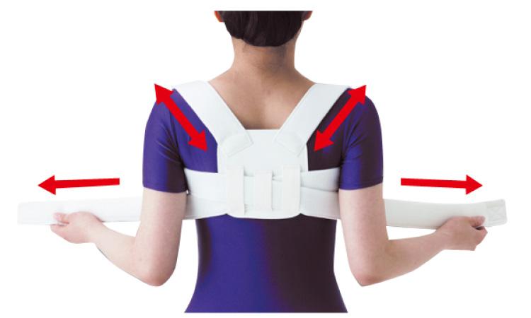ベルトを左右に引っ張ると、肩に掛けたベルトが引っ張り合い、胸が張って背すじがピンと伸びます
