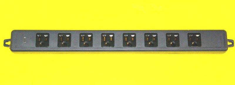 8個口接地タップの黒色画像