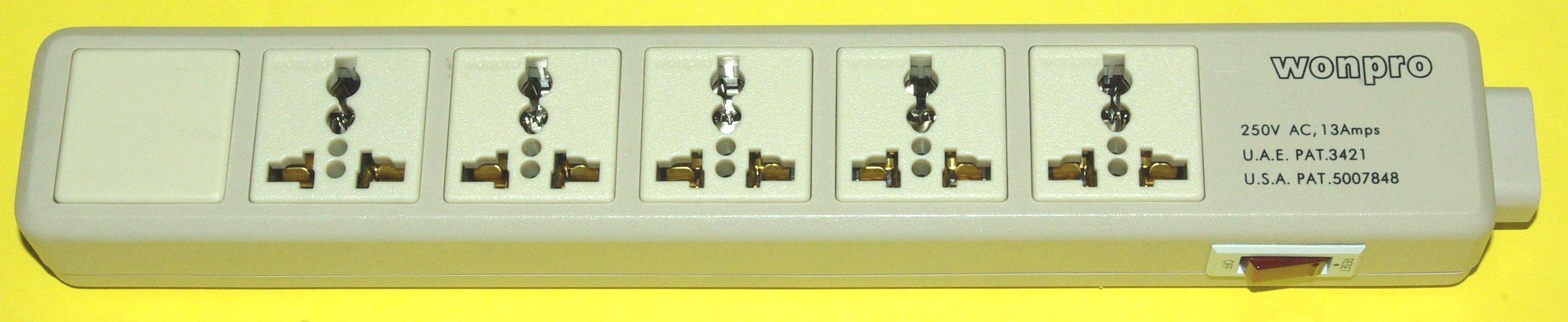 海外用電源ユニバーサルコンセント5個口タップ画像