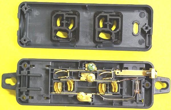 黒い電源タップの内部構造