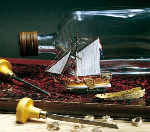オランダのヨット(ボトルシップ)画像