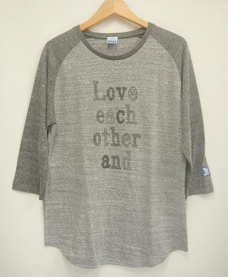 30%OFF !! 【ユニセックス】LOVE EACH OTHER 七分袖Tシャツの画像