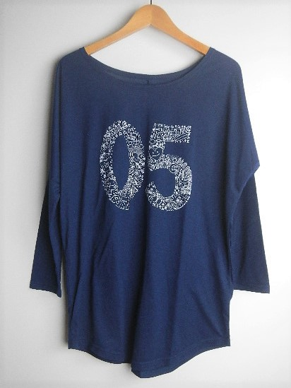 【レディース】05柄長袖ドルマンスリーブTシャツ ネイビーの画像