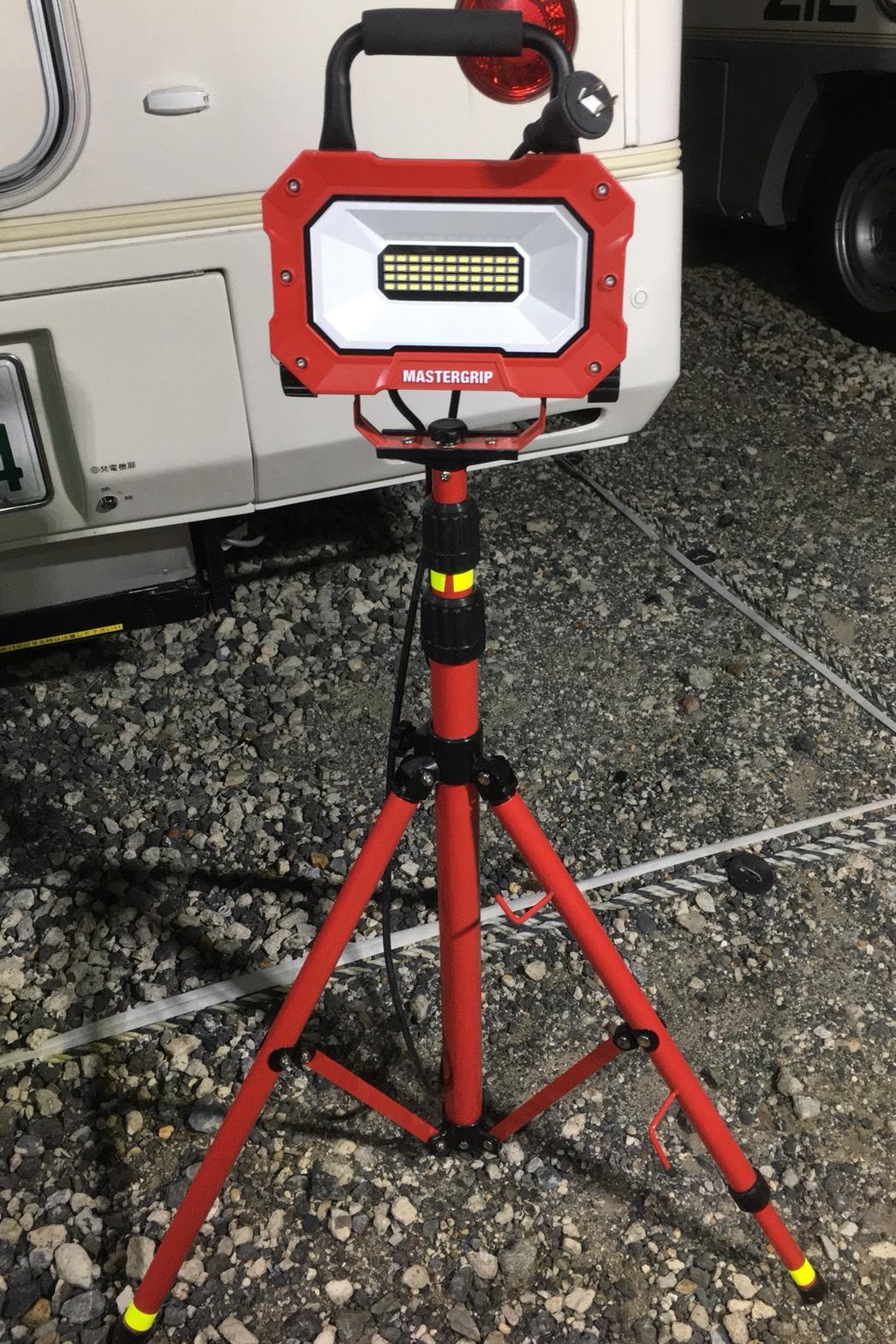 三脚付きLED投光器1組画像