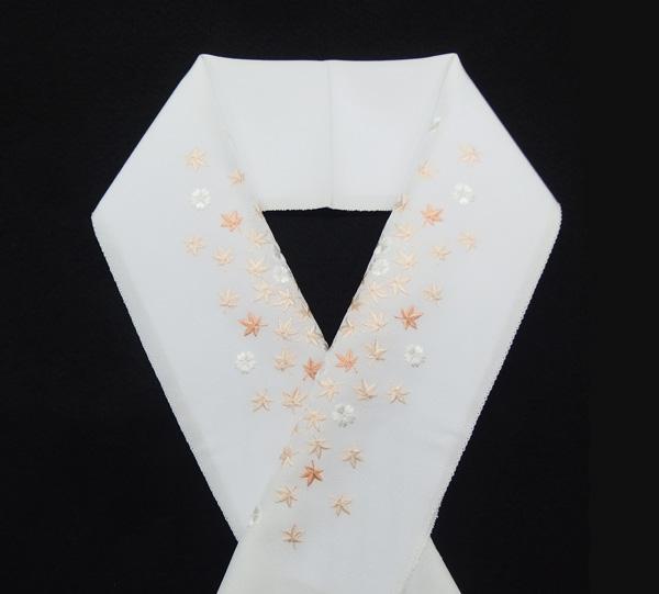 襟の衿秀(えりひで) 正絹の半衿 半襟 白に桜と紅葉の刺繍 / 袷の時期に / 無料配送対応可 即日発送可 / 正規品 新品の画像