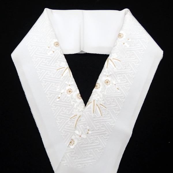襟の衿秀(えりひで) 正絹の半衿 半襟 白に竹梅と紗綾型の刺繍 / 袷の時期に / 無料配送対応可 即日発送可 / 正規品 新品の画像