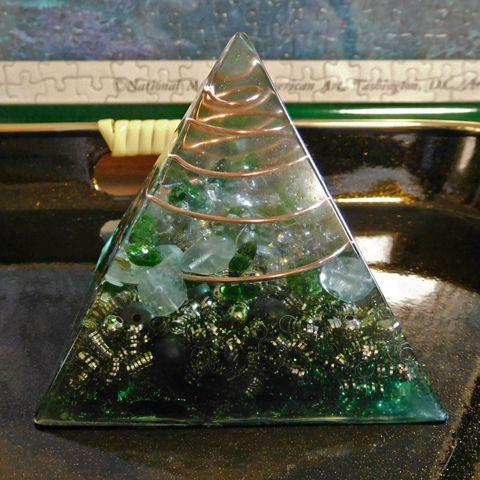 オルゴナイトピラミッド 緑の画像