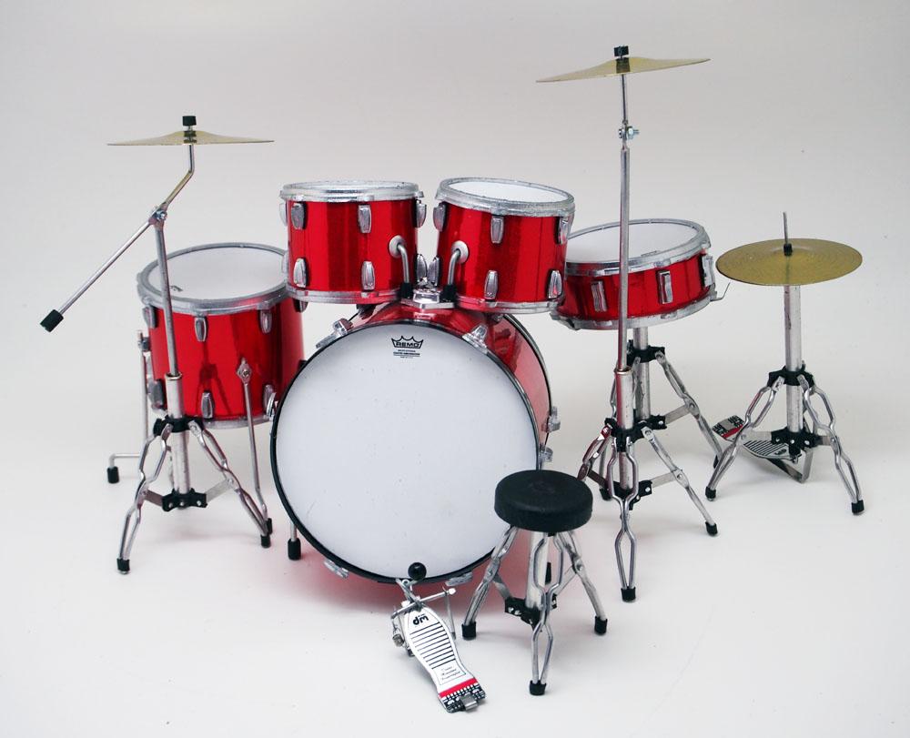 ミニチュア ドラム フィギュア 楽器 レッド メーカーデカール付き画像