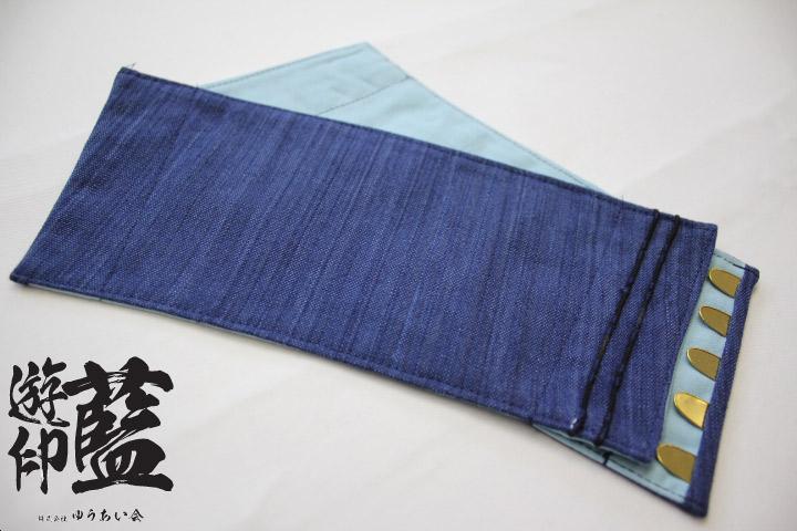 【藍染】短手甲 やたら縞(武州正藍染浅葱縞)<長さ約11㎝・5枚コハゼ>の画像